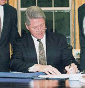 Clinton_bill_sign_bill_10_31_98